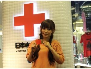 赤十字「しょこたんが献血初挑戦!」記事画像 中川翔子が献血