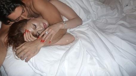 叶姉妹・叶恭子とグッドルッキングガイの事後画像 ベッドイン画像