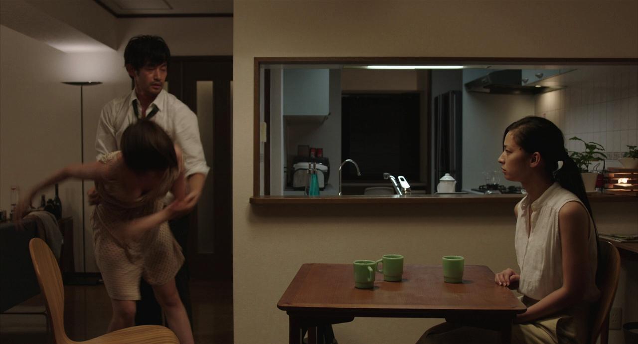 映画「ニシノユキヒコの恋と冒険」の本田翼と竹野内豊と尾野真千子 本田翼の胸がぽろりしてる