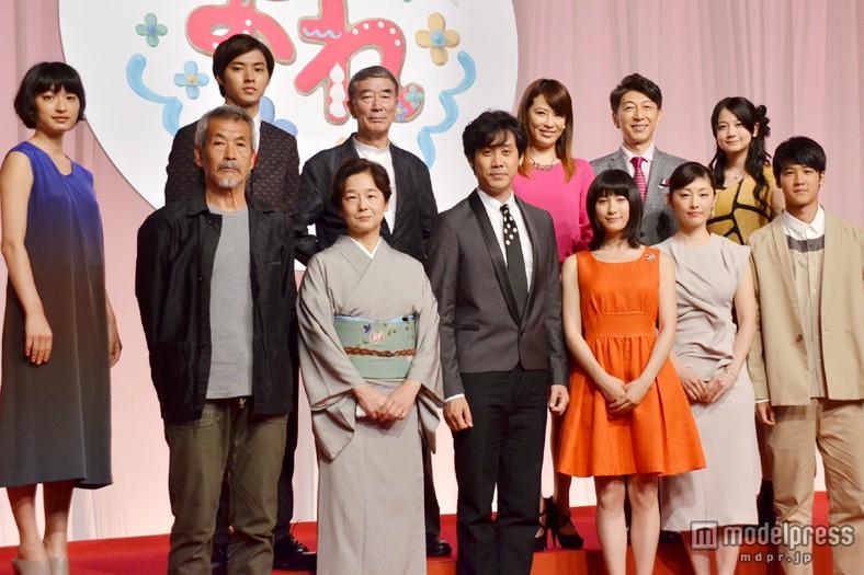 NHK連続テレビ小説「まれ」追加キャスト発表会見での大泉洋、土屋太鳳、常盤貴子