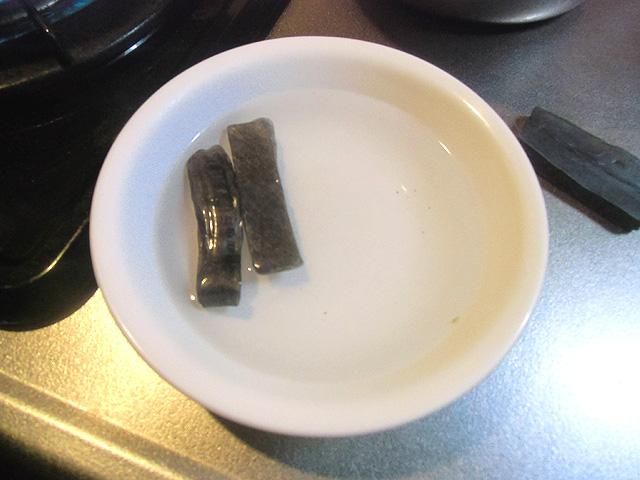 湯っこを小鍋で煮る