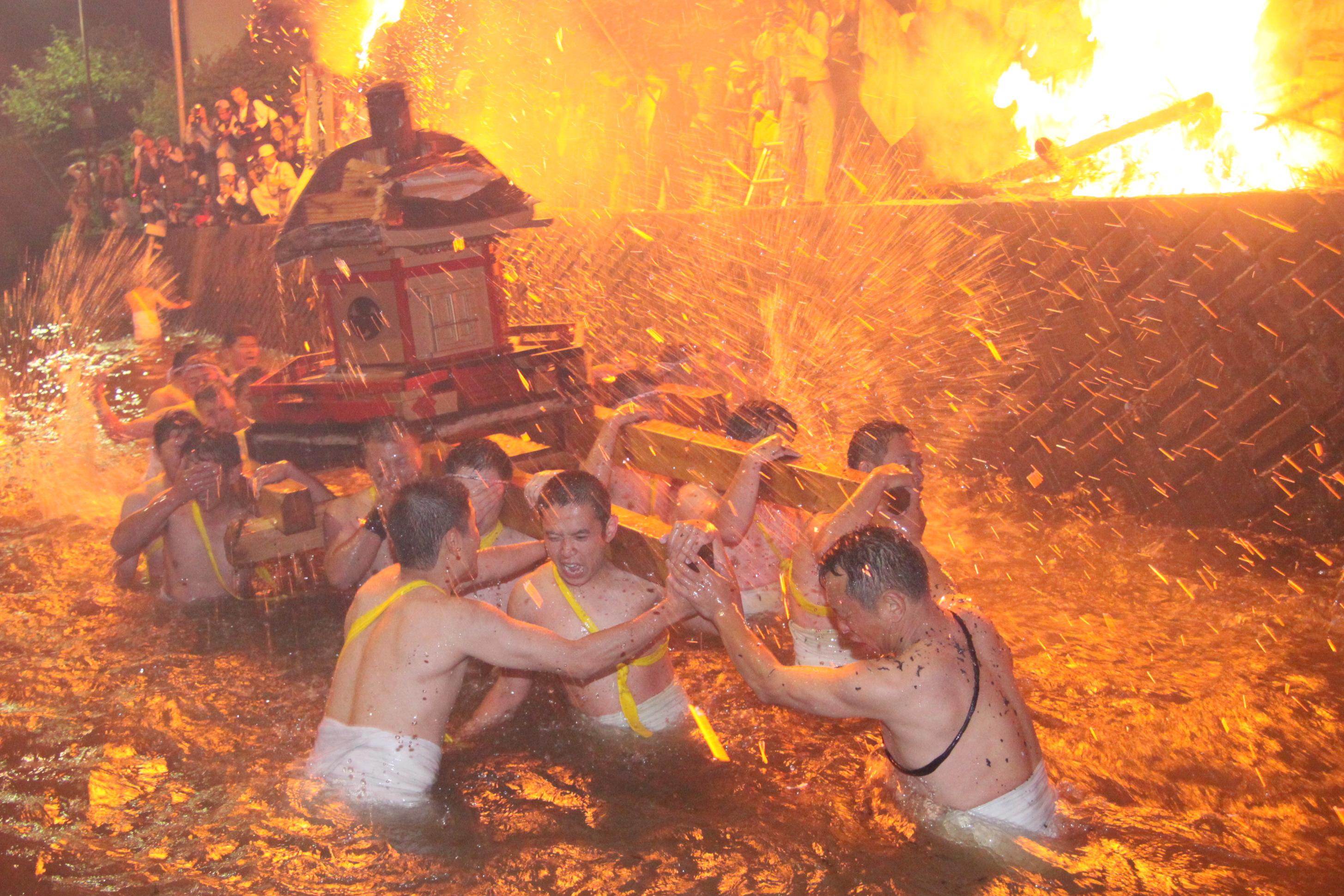 あばれ祭夜(神輿・観音寺川)
