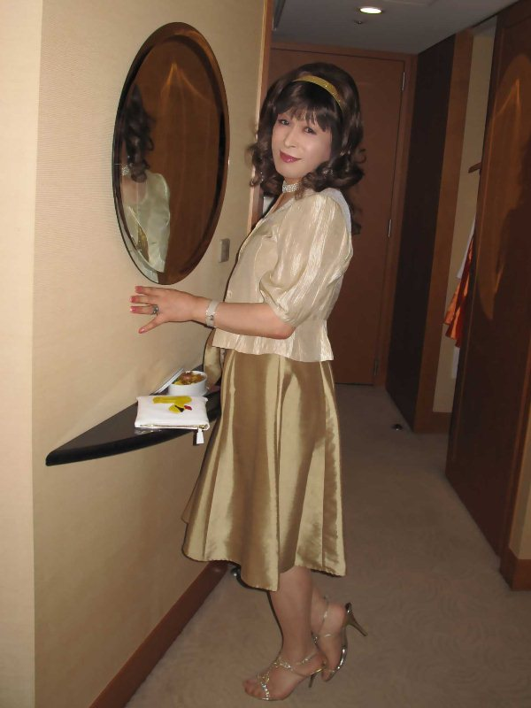 091020gold-dress(1).jpg