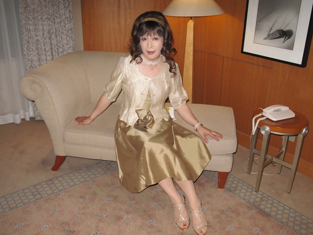 091020gold-dress(5).jpg