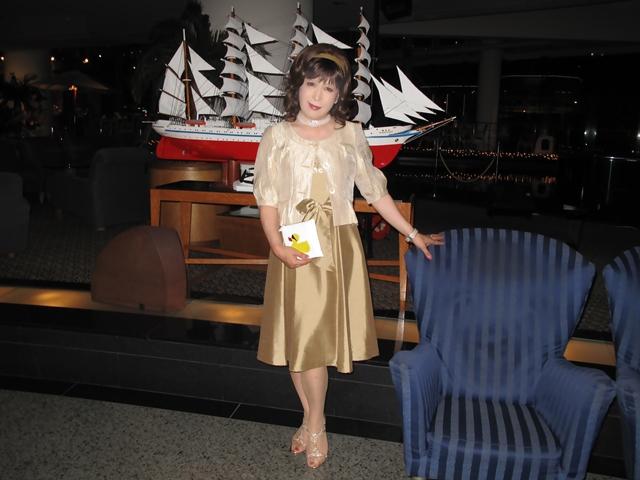 091020gold-dress(6).jpg