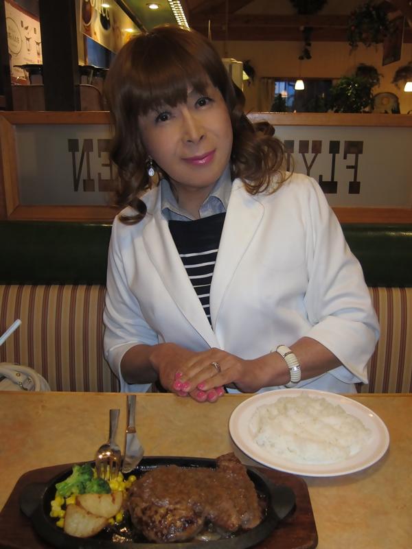 白ジャケット食事(3)