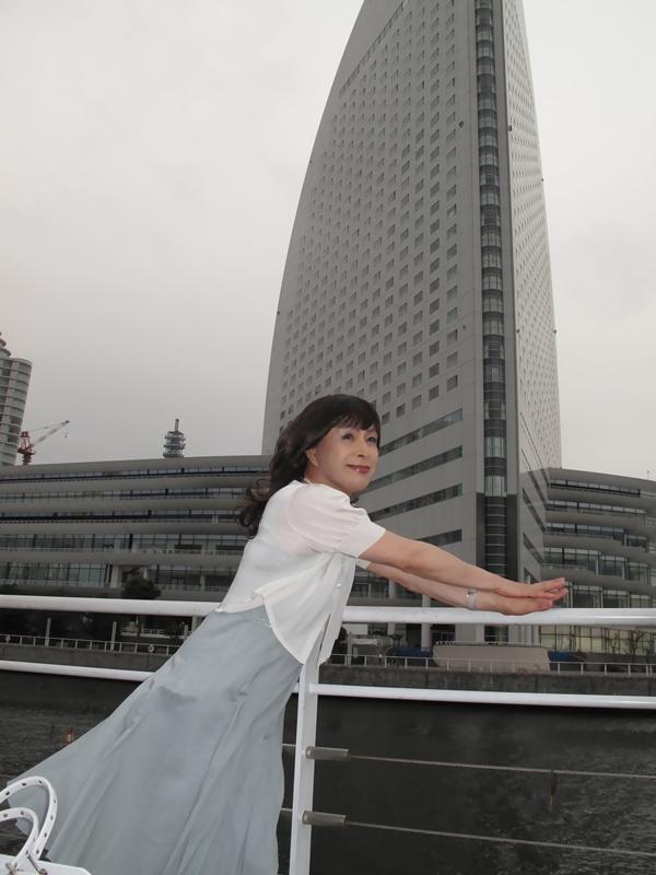 090801横浜の朝グレーワンピ(1)