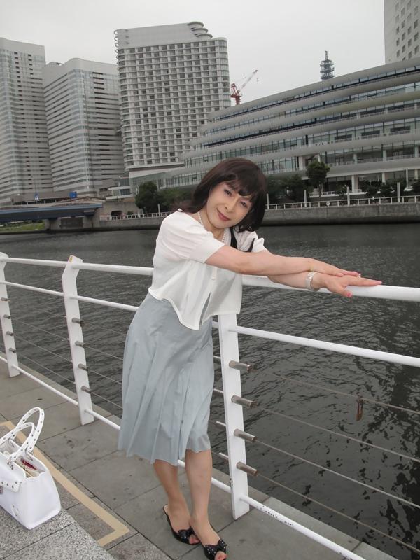 090801横浜の朝グレーワンピ(2)