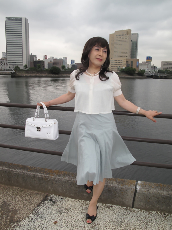 090801横浜の朝グレーワンピ(3)