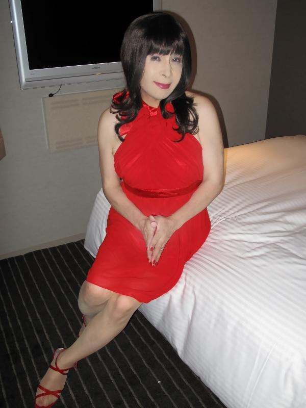 090819赤ホルターネックドレス(1)