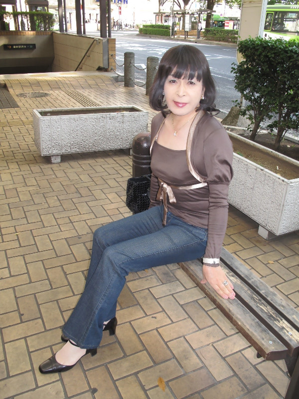 090924茶トップスジーンズ(1)