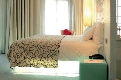 ベッドとルンバとお掃除ロボット