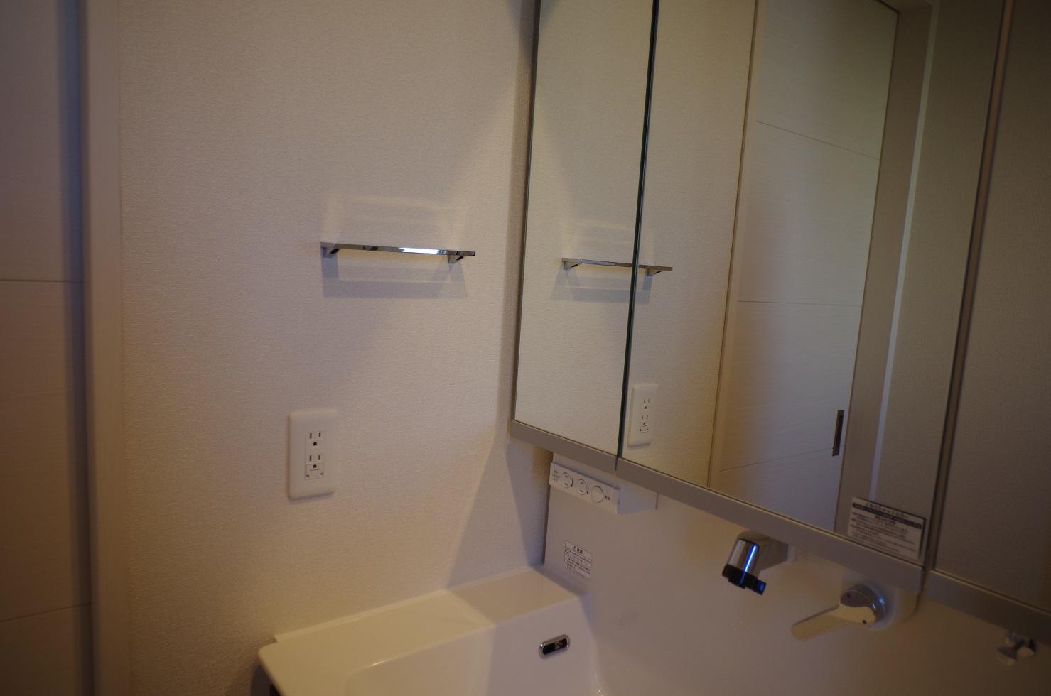 2階洗面所タオル掛け1