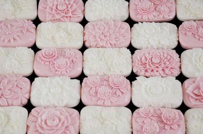 桜の石鹸で市松模様