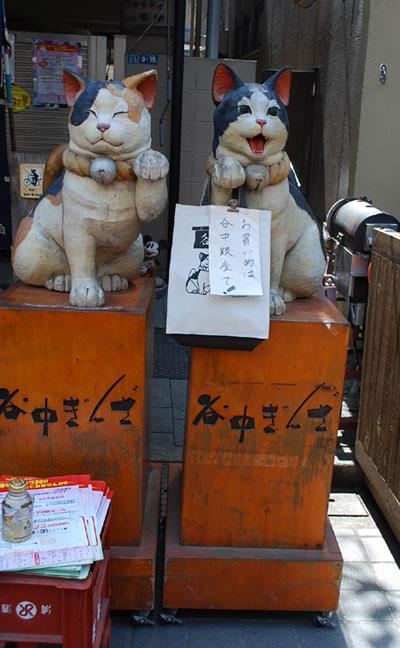 谷中銀座の招き猫