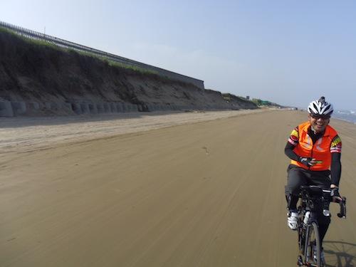 13 IMGP1357千里浜のマコさん