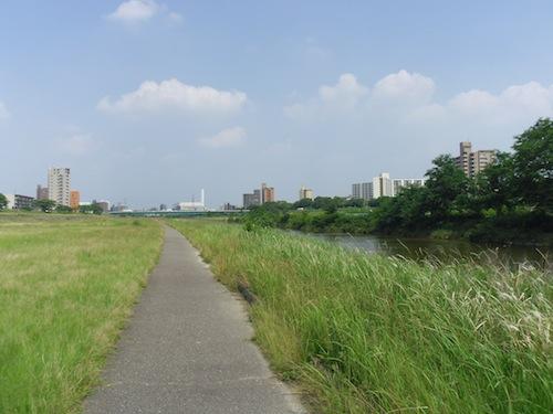 28 川沿い