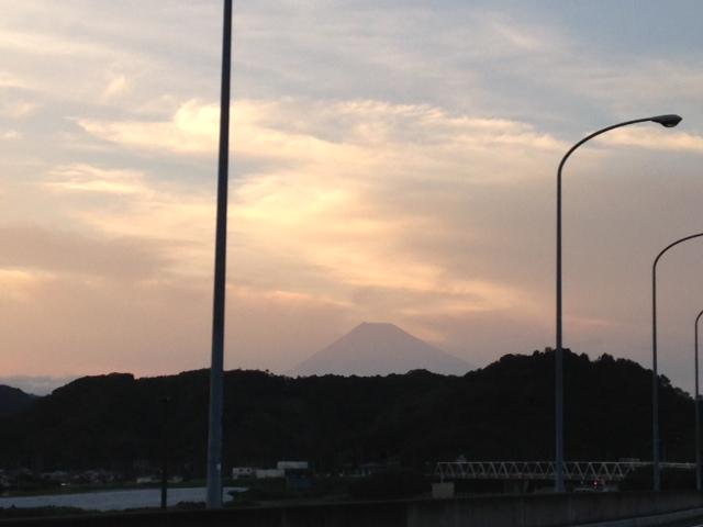 浮かぶ富士山 (2)