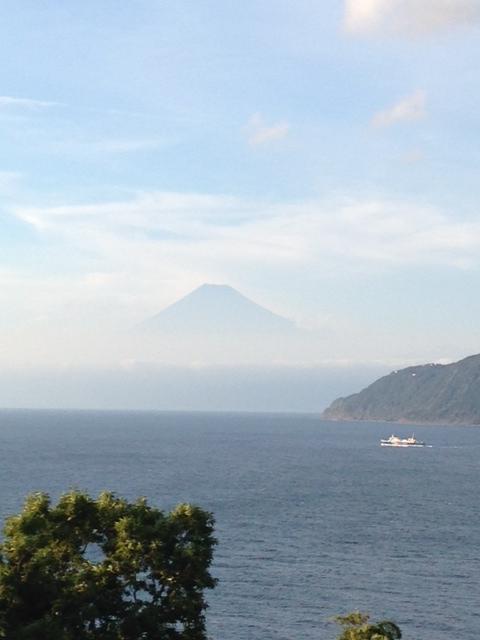 浮かぶ富士山