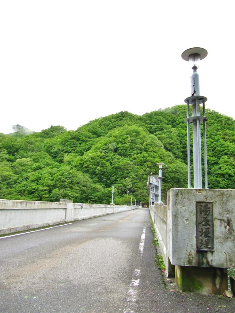 町並みとダム (2)