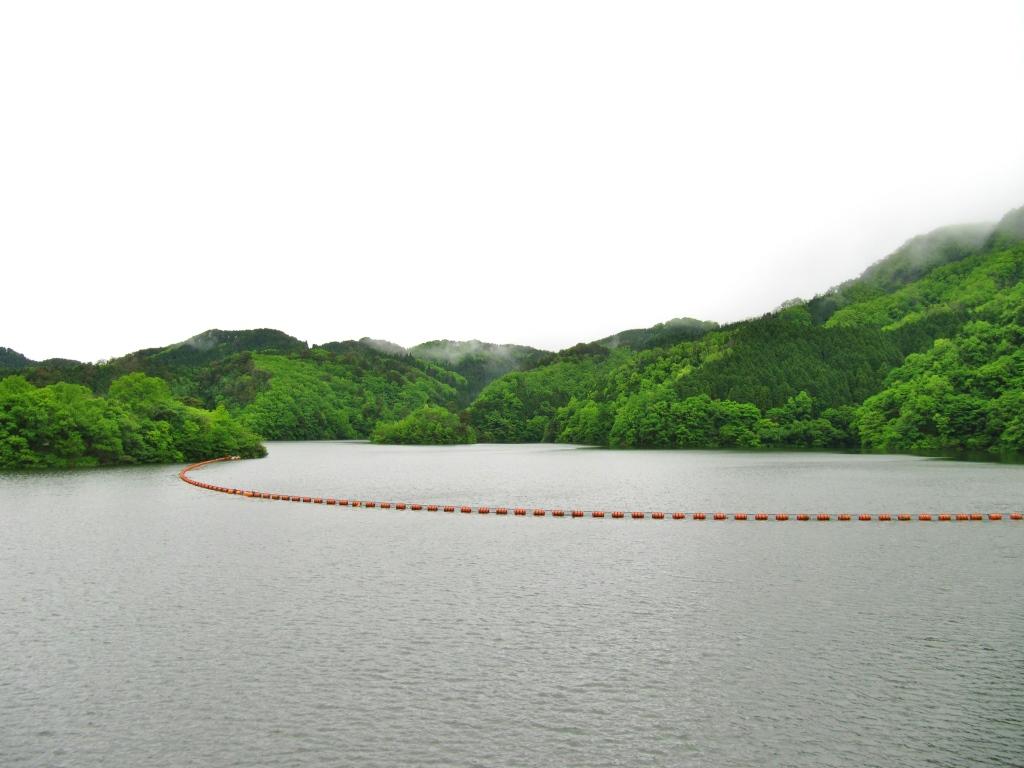 町並みとダム (3)
