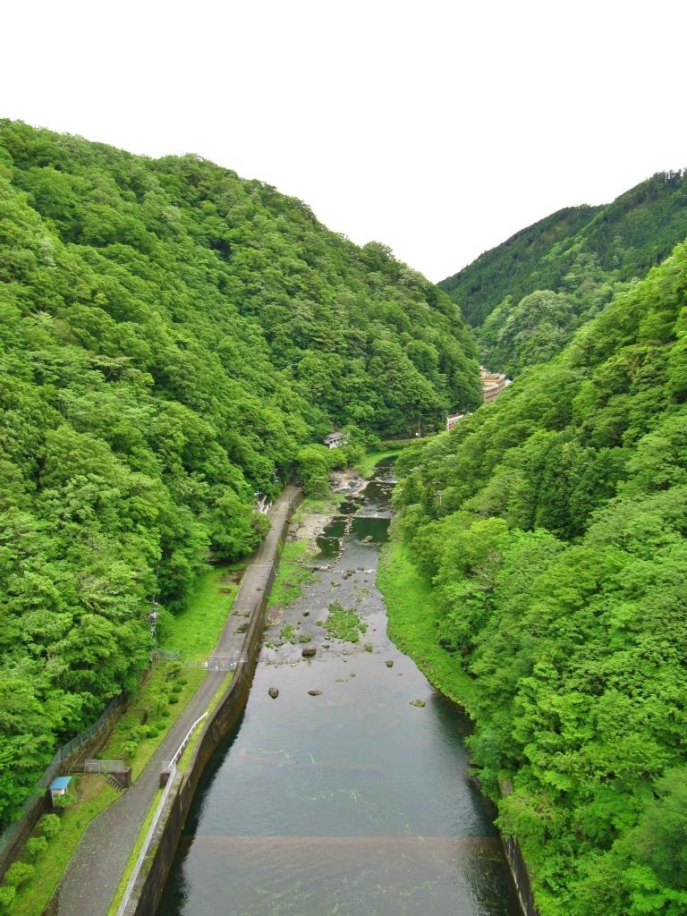 町並みとダム (5)