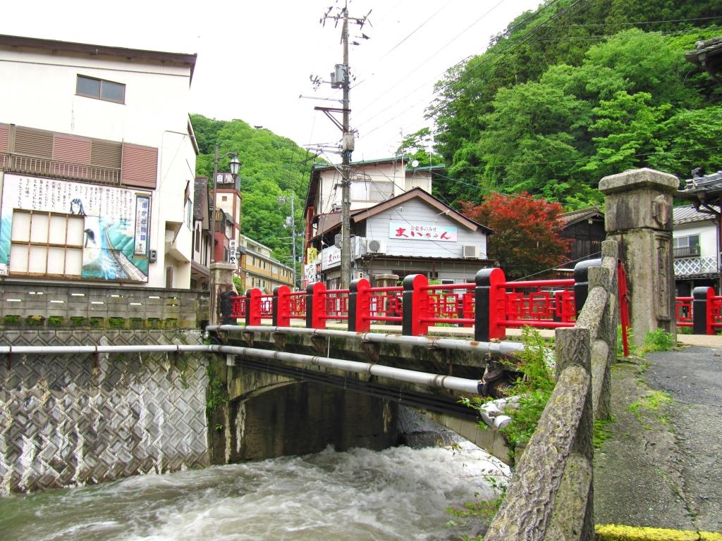 町並みとダム (9)