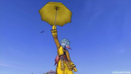 黄色い傘を掲げる_R