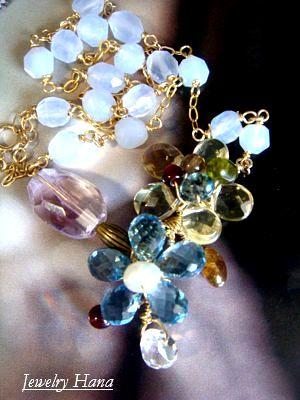 天然石フラワーネックレス きらめきのクォーツ ジェムストーンの花ネックレス ロンドンブルートパーズ