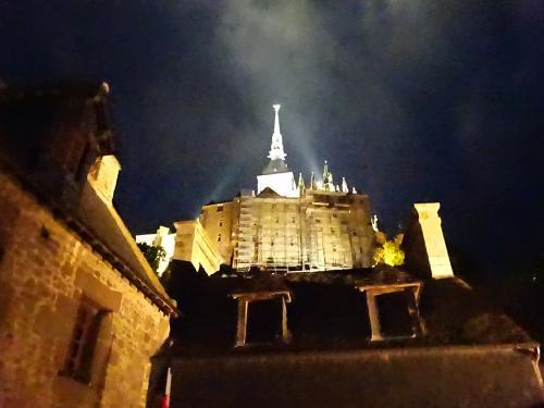 モン・サン・ミシェル 夜景 修道院