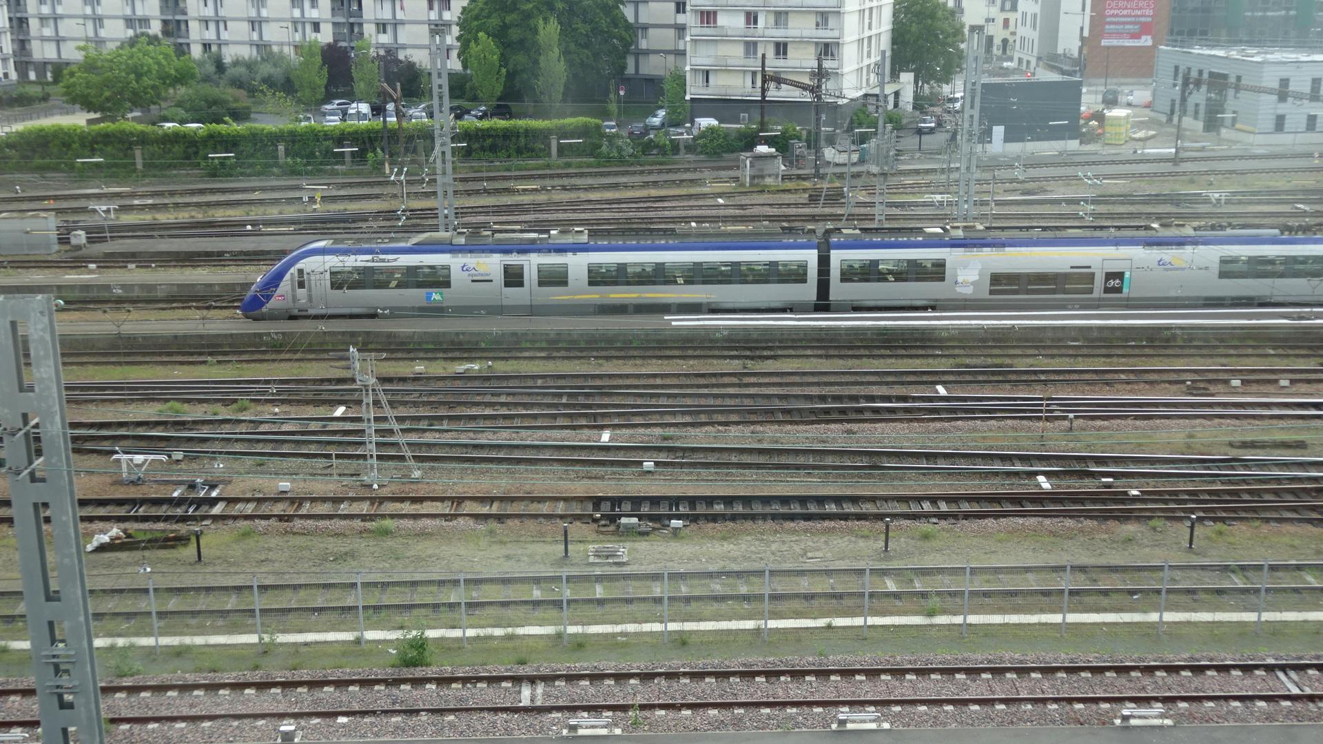 ホテルより・電車1