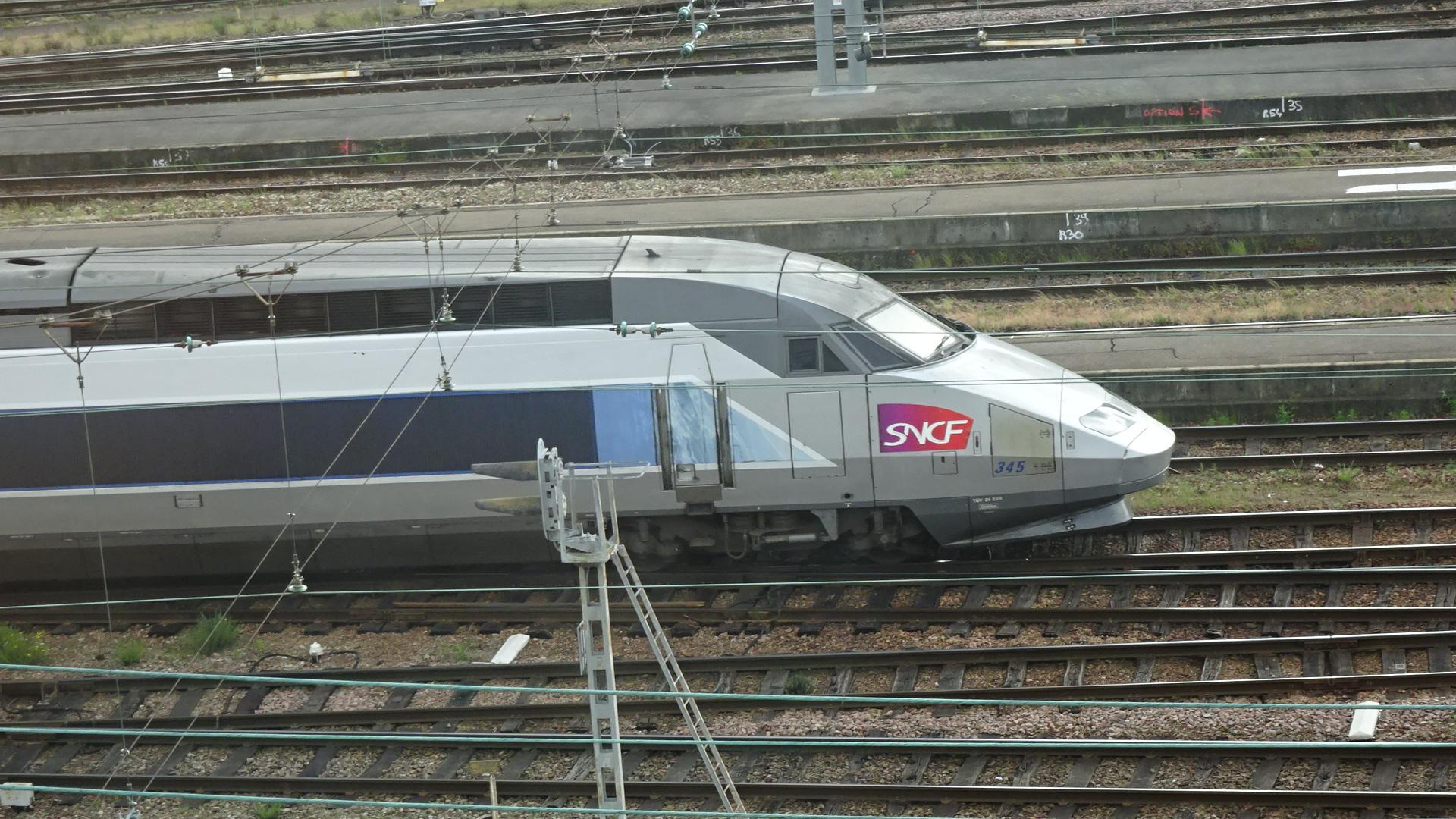 ホテルより・電車2