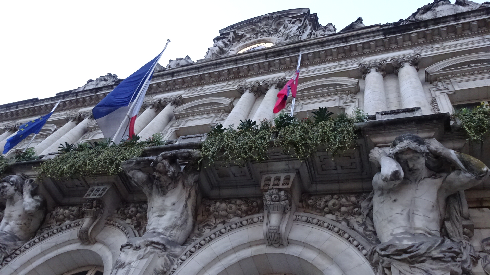 市庁舎・壁面装飾