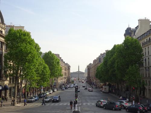 マドレーヌ寺院よりコンコルド広場を望む