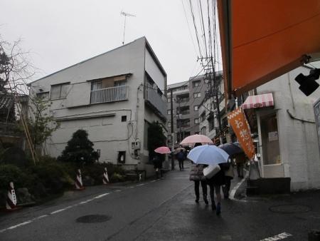 弘明寺駅前