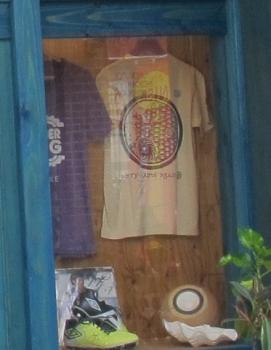 台風柄のTシャツ