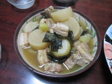 沖縄ブタ三枚肉と青パパイヤと大根煮