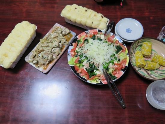美味しいパンとサラダとチキンソテー