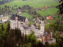 220px-Neuschwanstein_castle.jpg