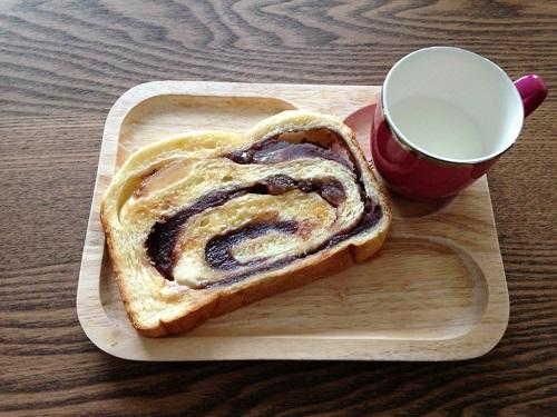 あんこと甘納豆の渦巻きパン