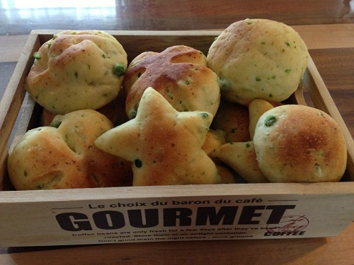 グリーンピースとコーンチーズのパン