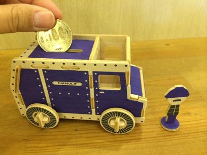 新製品の現金(500円玉)輸送車。