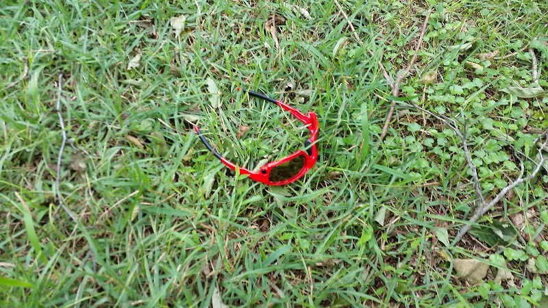 落としたサングラス