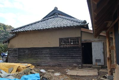 古民家中塗り仕上げの壁