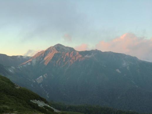夕暮れの鷲羽岳