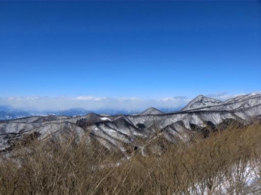 上越から尾瀬方面は雪雲