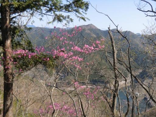 松田湖と赤雪山