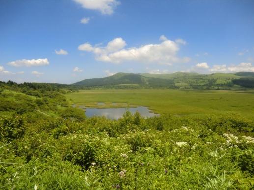 八島ヶ池と歩いてきた山並み