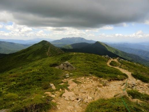 左小至仏山、右笠が岳、中央奥に上州武尊山