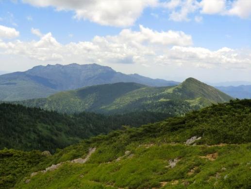 右笠が岳、中央に上州武尊山